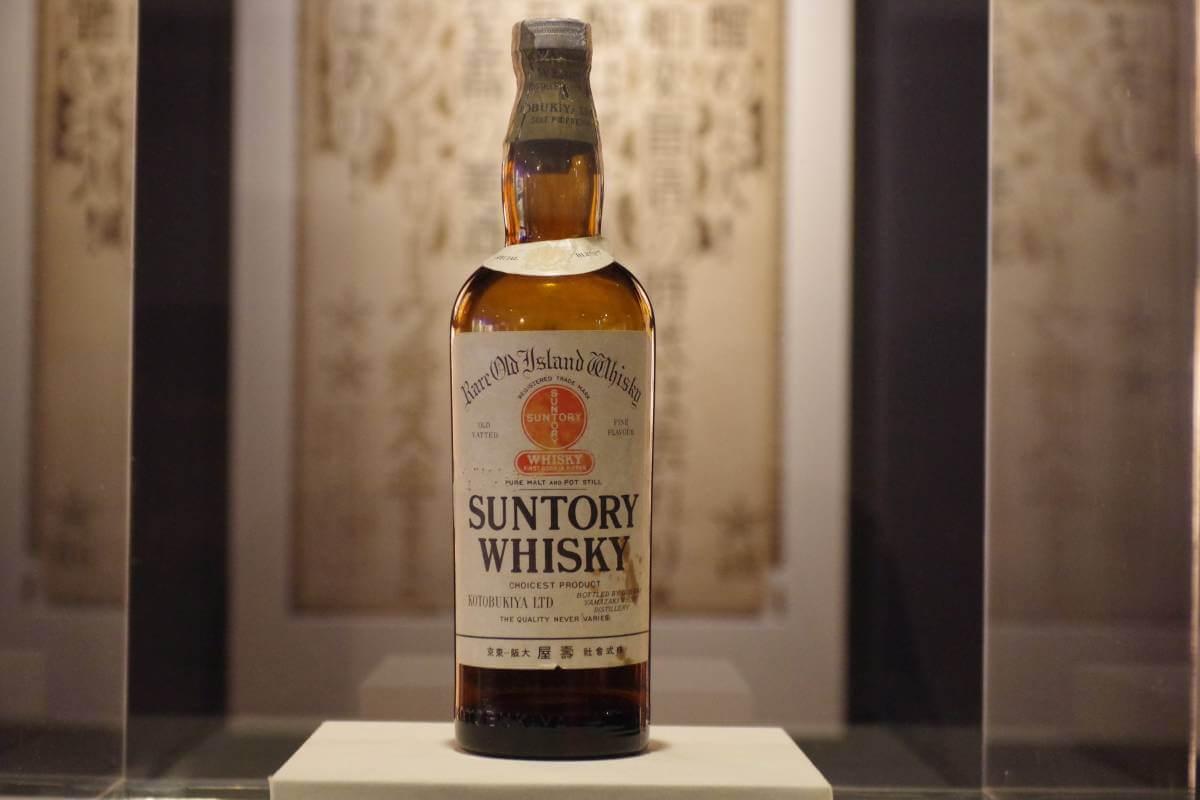 山崎的首款產品「サントリー白札」